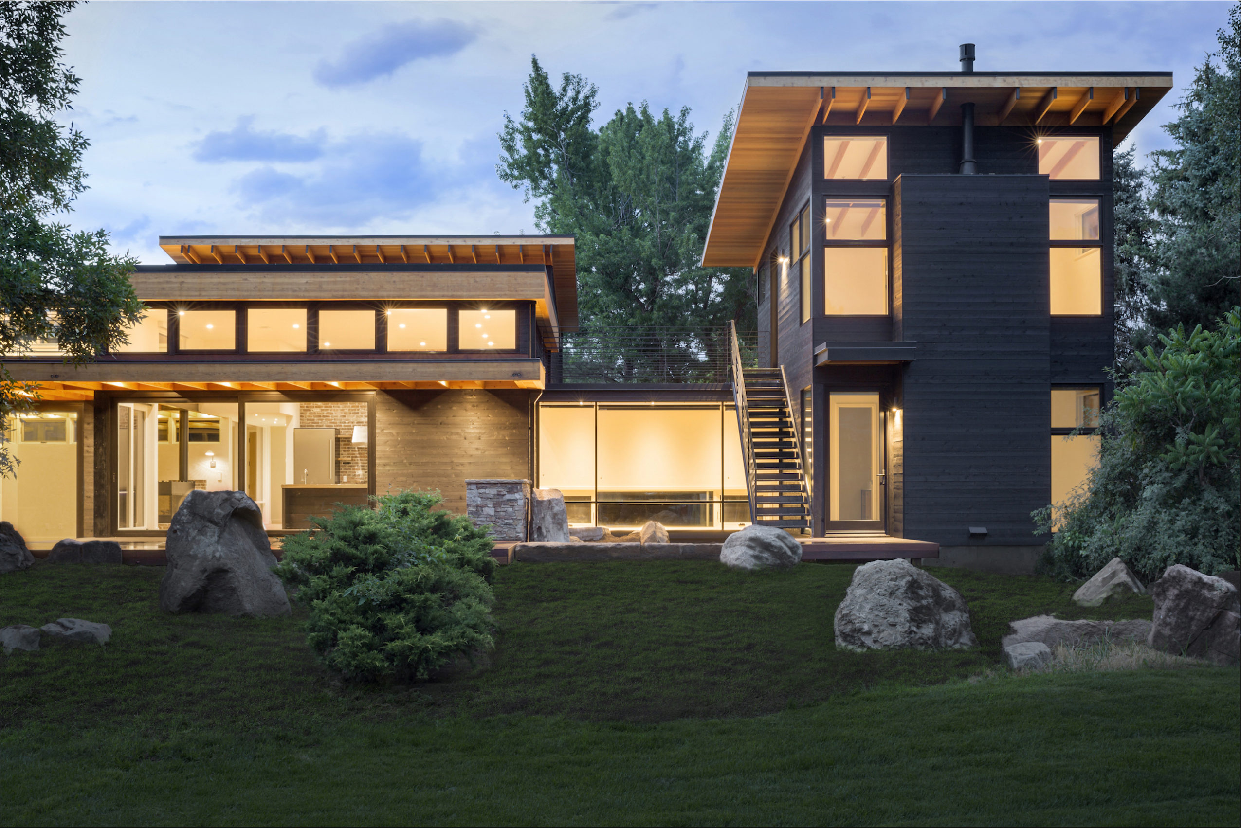 Twilight view at Inside Out House by Renée del Gaudio Architecture