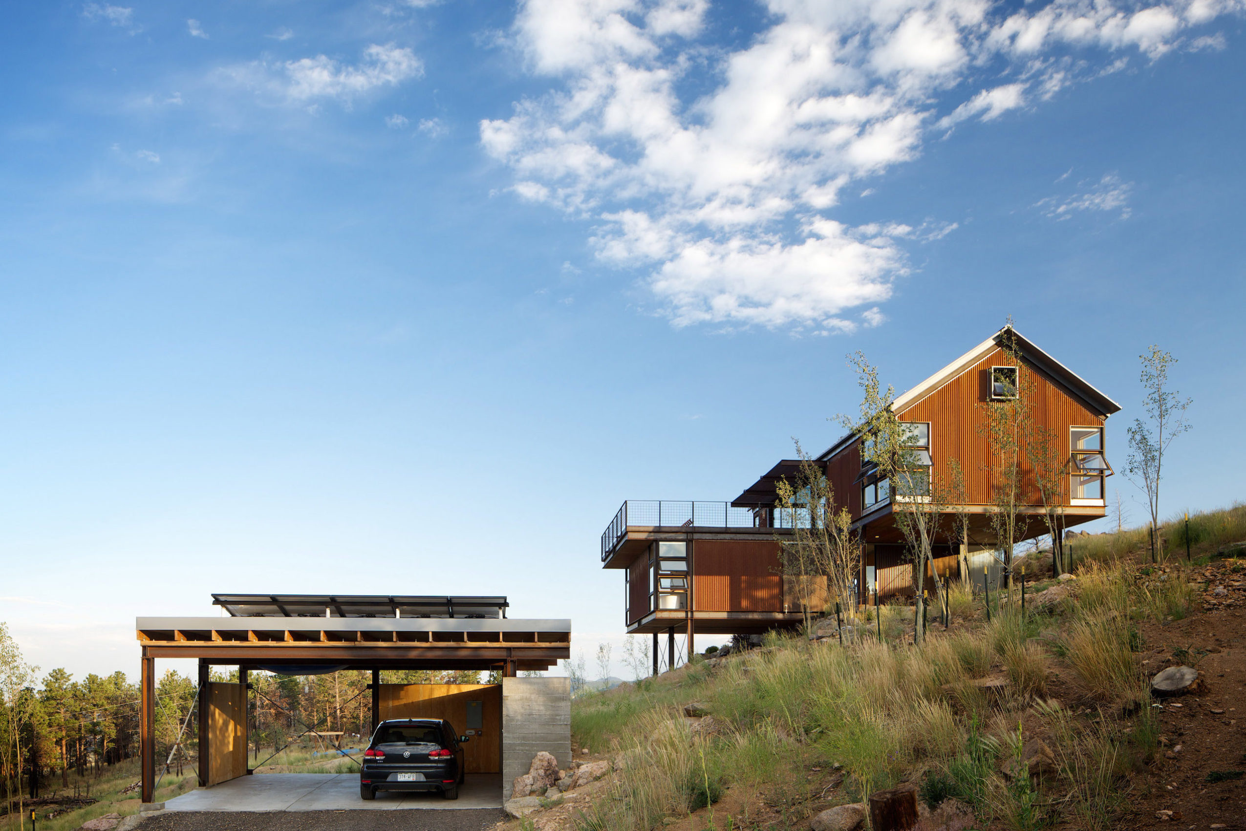 Exterior view of Sunshine Canyon House by Renée del Gaudio Architecture.