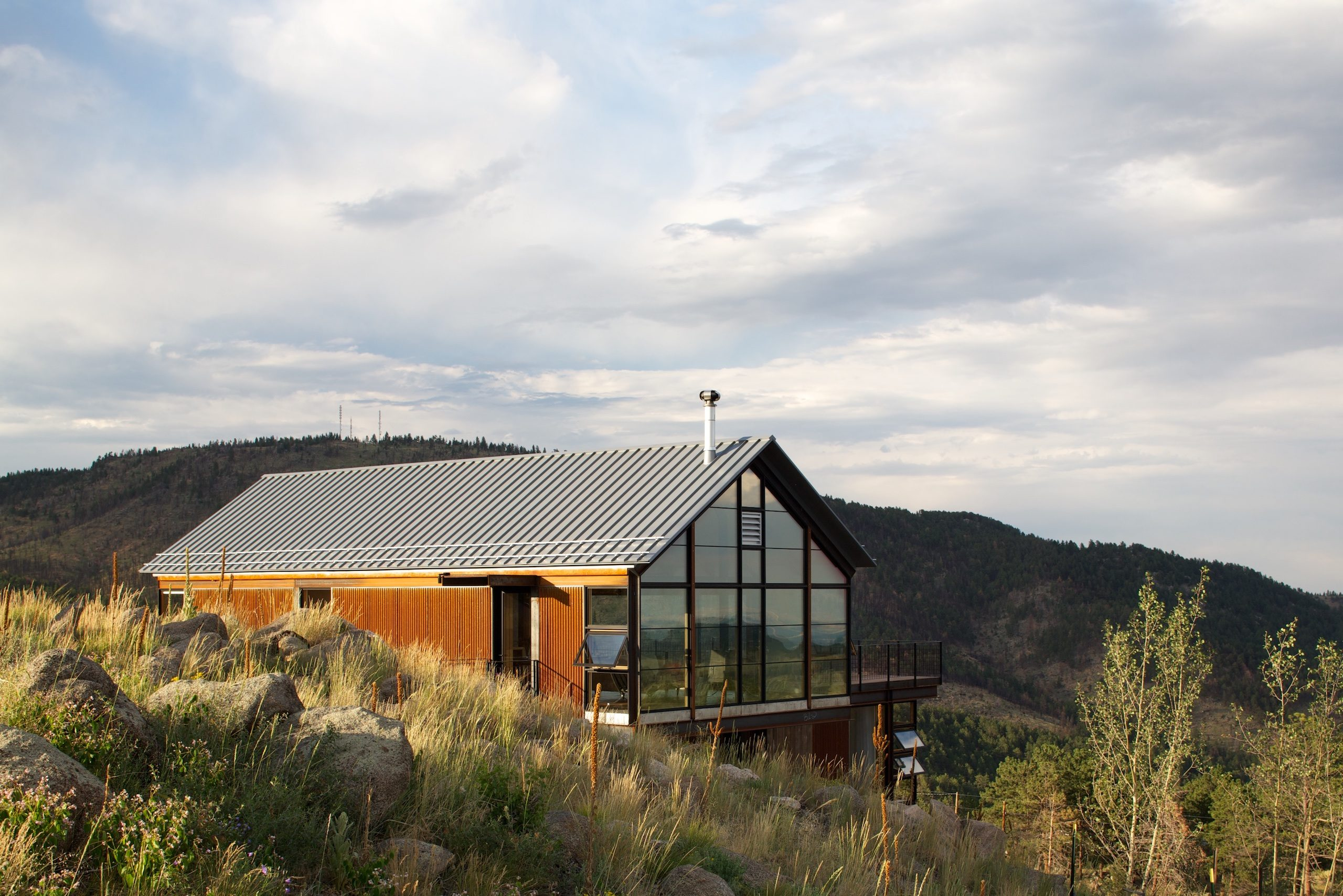 Sunset at Sunshine Canyon House by Renée del Gaudio Architecture.