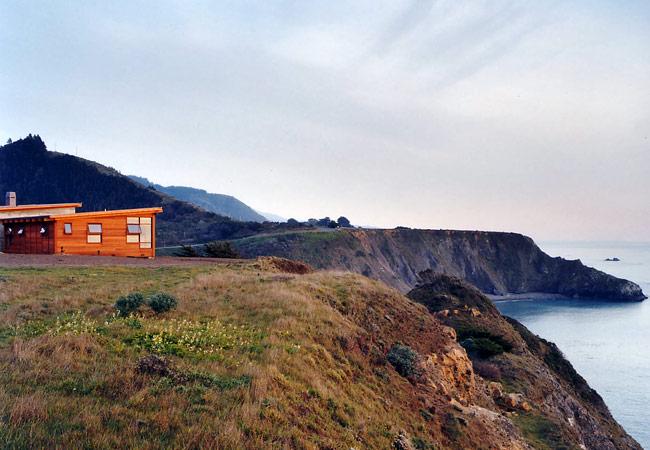 Coastal cliff view at Elk House by Renée del Gaudio Architecture